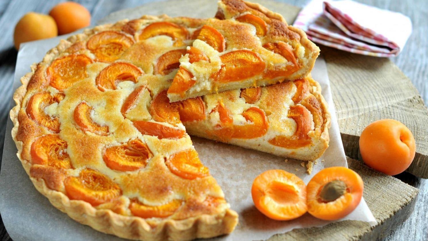 Холодной зимой вкуснейший пирог с абрикосами будет очень кстати