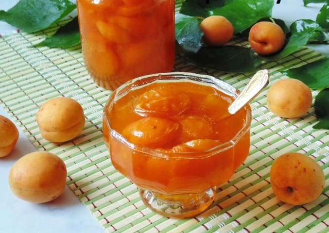Существует множество рецептов, как заготовить абрикосы на зиму