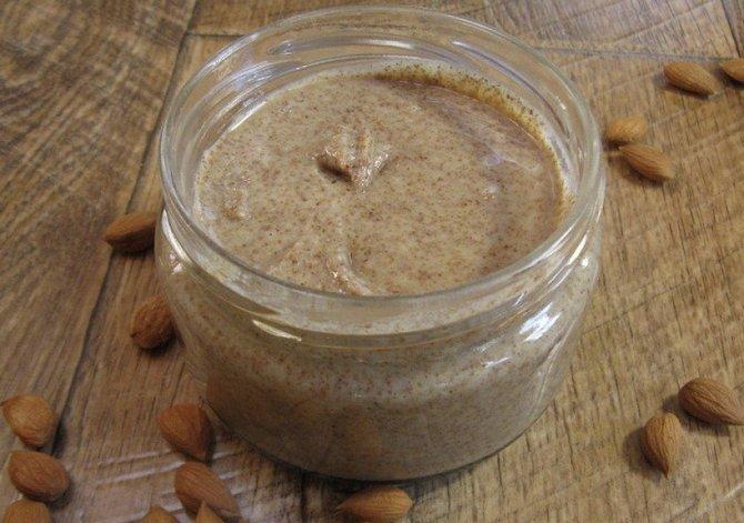 Урбеч можно добавлять в каши, салаты и выпечку