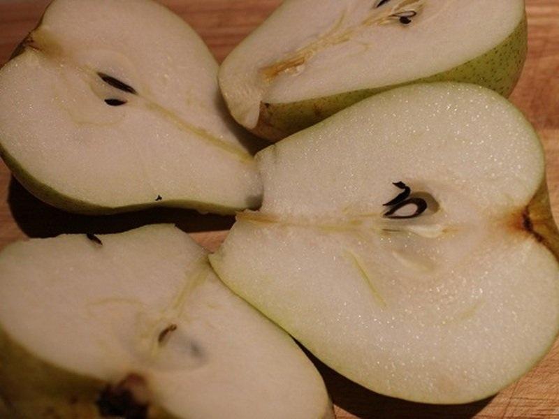 Фруктовая мякоть имеет сочный привкус с легким кисловатым послевкусием