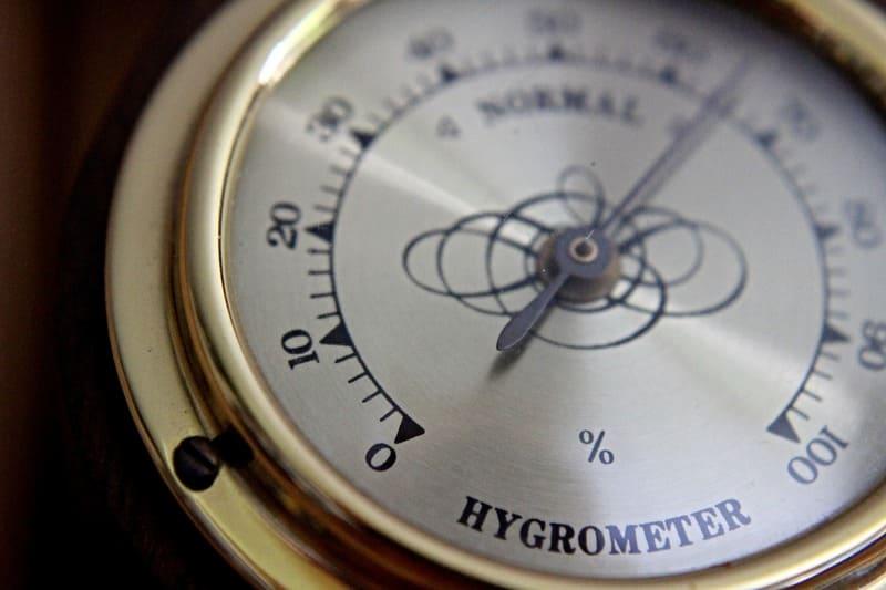 Влажность воздуха в помещении играет важную роль, она должна быть 85-90 %