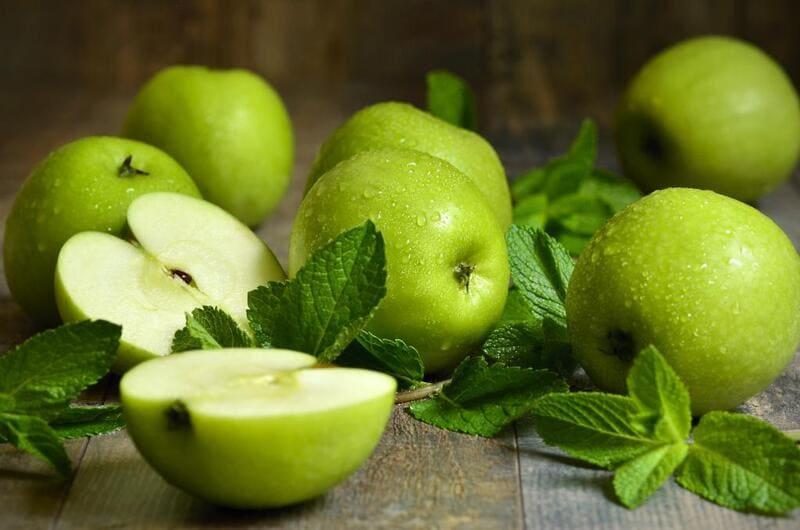 Яблоки оказывают профилактику онкологических заболеваний кишечника