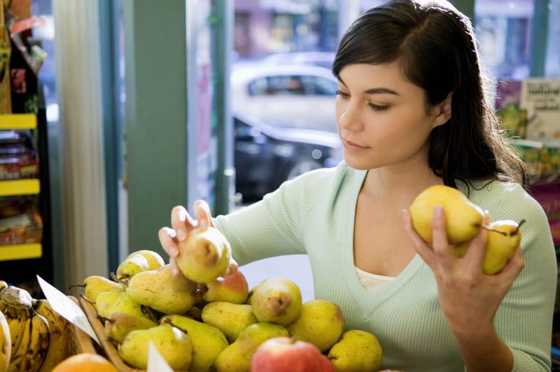 Выбирая грушу для еды, необходимо обращать внимание на ее внешний вид и источаемый аромат